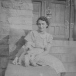 Frau am Bismarckturm 1938